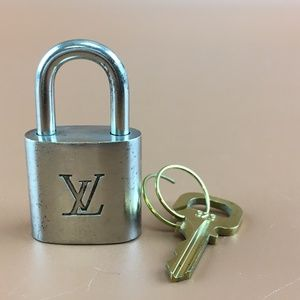 Preowned LV Silver Lock and Gold Key Set #323